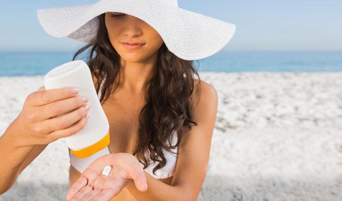 Sử dụng kem chống nắng không tiết kiệm